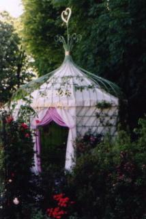 Gloriette-dessinée-par-michel-charrier-lancement-du-parfum-lolita-lempicka-Art du Jardin-Parc-de-saint-cloud-