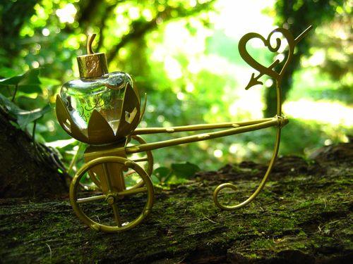 coffret-eau-de-parfum-lolita-lempickaCharrette-de-fée-Michel-Charrier-pour-Lolita-Lempicka-