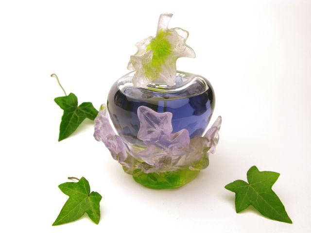 flacon-cristal-Daum-Premier-parfum-Lolita-Lempicka-édition-prestige-anniversaire-design-sculpture-Michel-Charrier-de-natura-rerum-Lolita-Lempicka-flacon-premier-parfum-design-Michel-Charrier-sculpture-végétale-lierre-design-artistique-